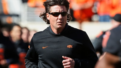Oklahoma State delivers new contract to Mike Gundy