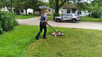 Bartlesville officer helps man mow lawn