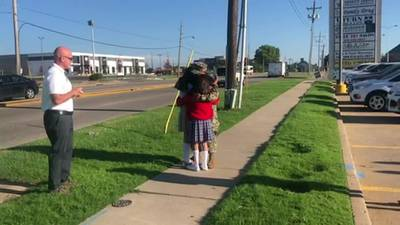 Broken Arrow teen surprised by military father's homecoming